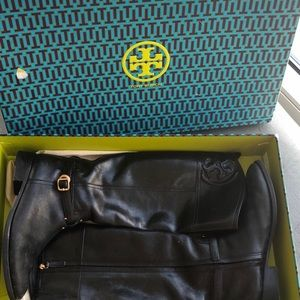 Tory Burch Leather boots😍